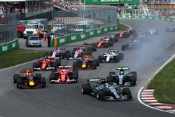 Lewis Hamilton, Mercedes-Benz F1 W08  líder al inicio