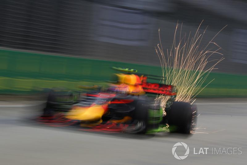 Max Verstappen, Red Bull Racing RB13, Funkenflug