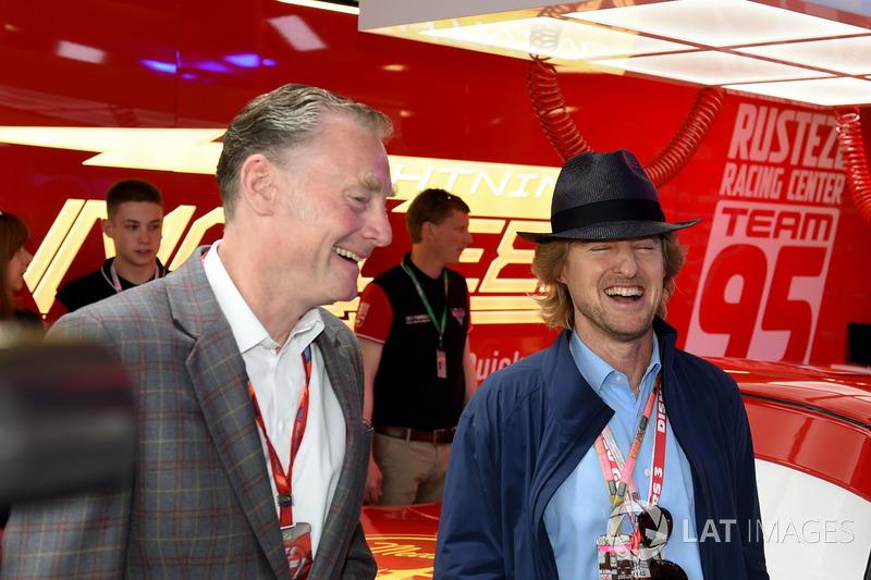 Sean Bratches, Formula One director comercial, y Owen Wilson, Actor