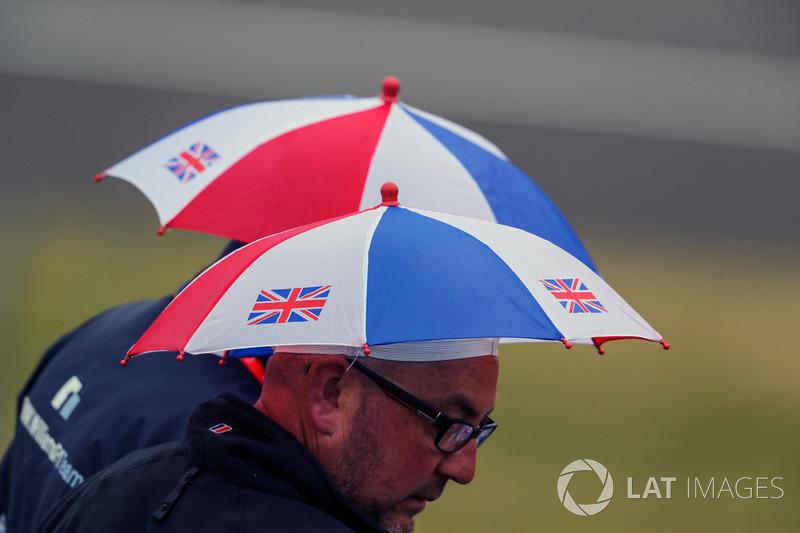Fans and paraguas