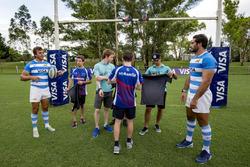 Conductores de la fórmula E con los jugadores de Rugby Juan Manuel Leguizamón y Juan Martín Hernánde