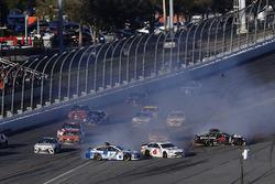 Ricky Stenhouse Jr., Roush Fenway Racing Ford, Trevor Bayne, Roush Fenway Racing Ford, in trouble