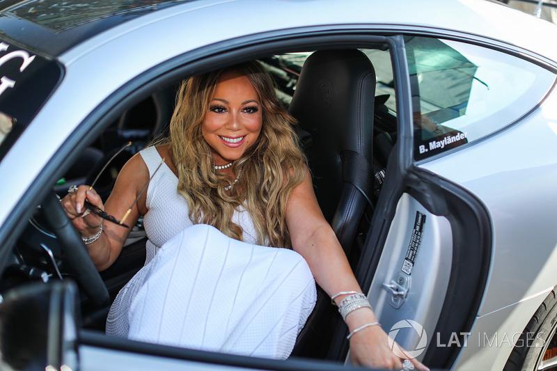 Mariah Carey en el coche de seguridad