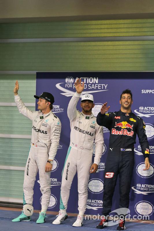 Ganador de la pole: Lewis Hamilton, Mercedes AMG F1, segundo Nico Rosberg, Mercedes AMG F1, tercero Daniel Ricciardo, Red Bull Racing