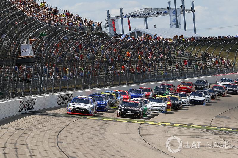 Ryan Preece, Joe Gibbs Racing Toyota and Kyle Benjamin, Joe Gibbs Racing Toyota green flag start