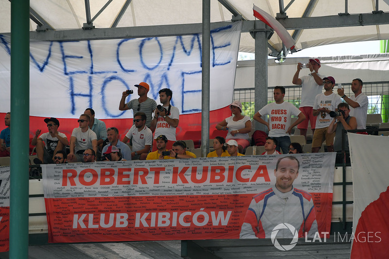 Robert Kubica, Renault Sport F1 Team RS17 fans y banners