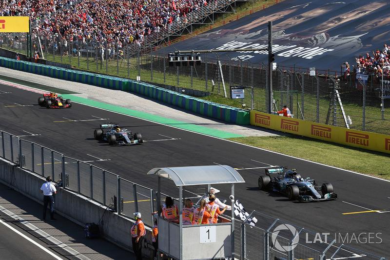 Фініш: Валттері Боттас, Mercedes-Benz F1 W08 Hybrid,Льюіс Хемілтон, Mercedes-Benz F1 W08 Hybrid