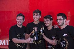 George Russell, ART Grand Prix viert feest met zijn team
