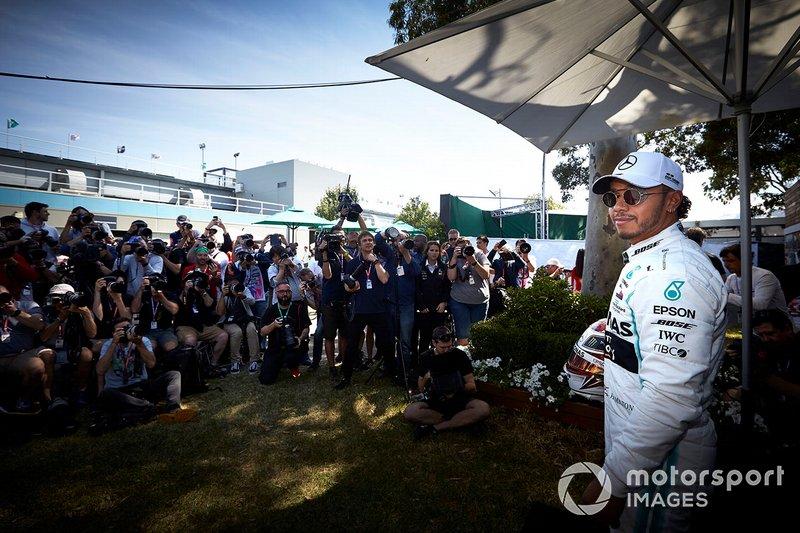Lewis Hamilton, Mercedes AMG F1 with photographers