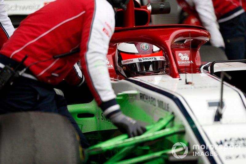 Kimi Raikkonen, Alfa Romeo Racing C38 con aero paint sulla sospensione anteriore