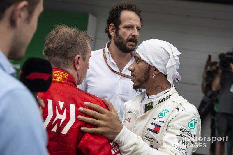 Lewis Hamilton, Mercedes AMG F1 y Kimi Raikkonen, Ferrari en Parc Ferme