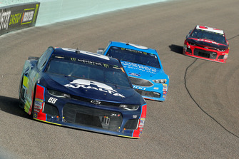 Alex Bowman, Hendrick Motorsports, Chevrolet Camaro Axalta and Matt Kenseth, Roush Fenway Racing, Ford Fusion Wyndham Rewards