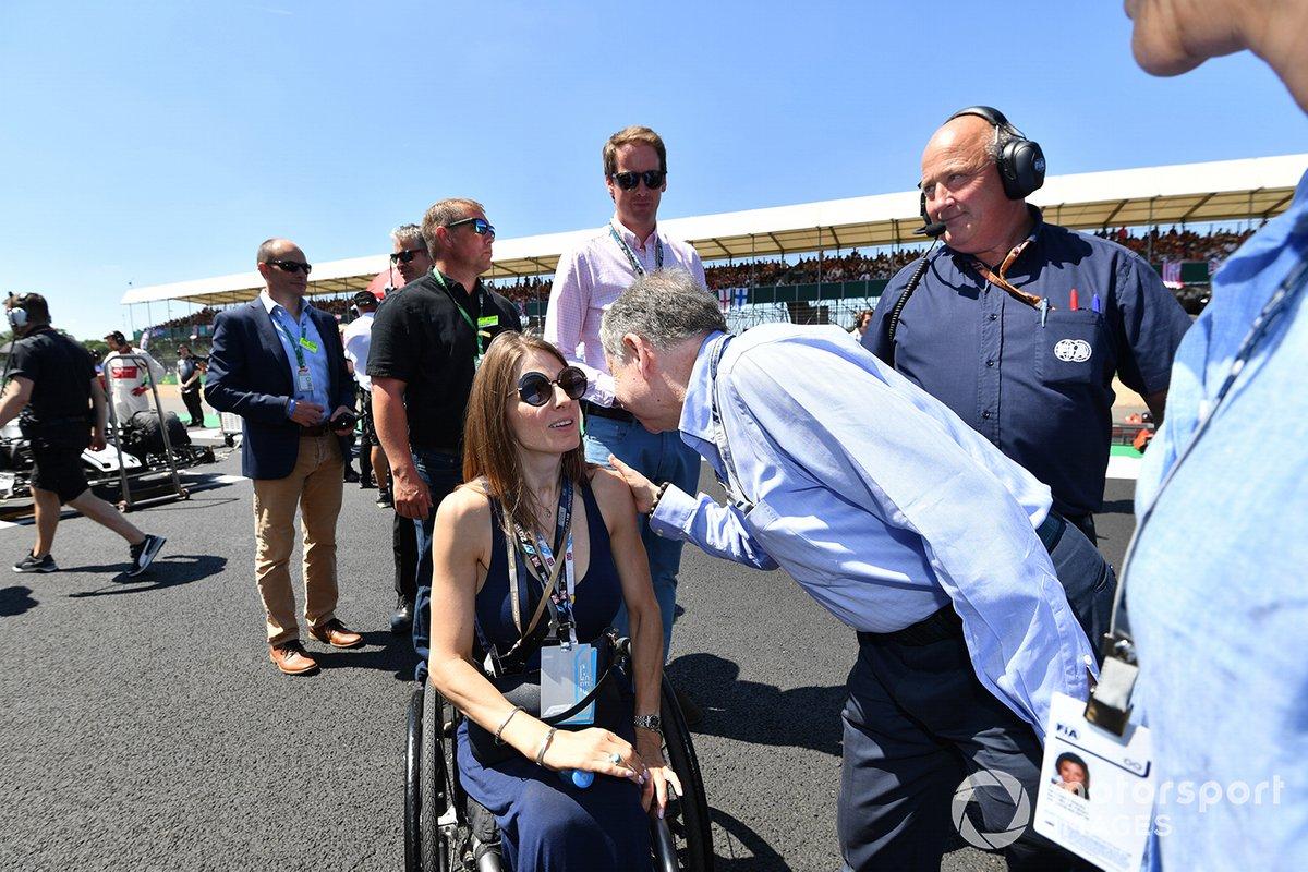 Натали Макглойн и президент FIA Жан Тодт на стартовом поле