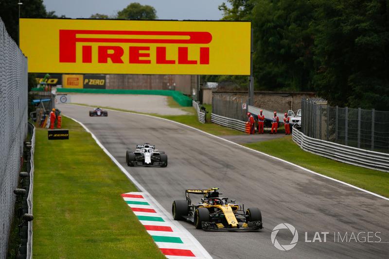 Carlos Sainz Jr., Renault Sport F1 Team RS 18, Lance Stroll, Williams FW41