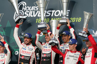 Podium: vainqueur #8 Toyota Gazoo Racing Toyota TS050: Sebastien Buemi, Kazuki Nakajima, Fernando Alonso