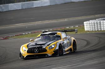 #88 Akka ASP Team Mercedes-AMG GT3: Раффаеле Марчелло, Майкл Мідоус
