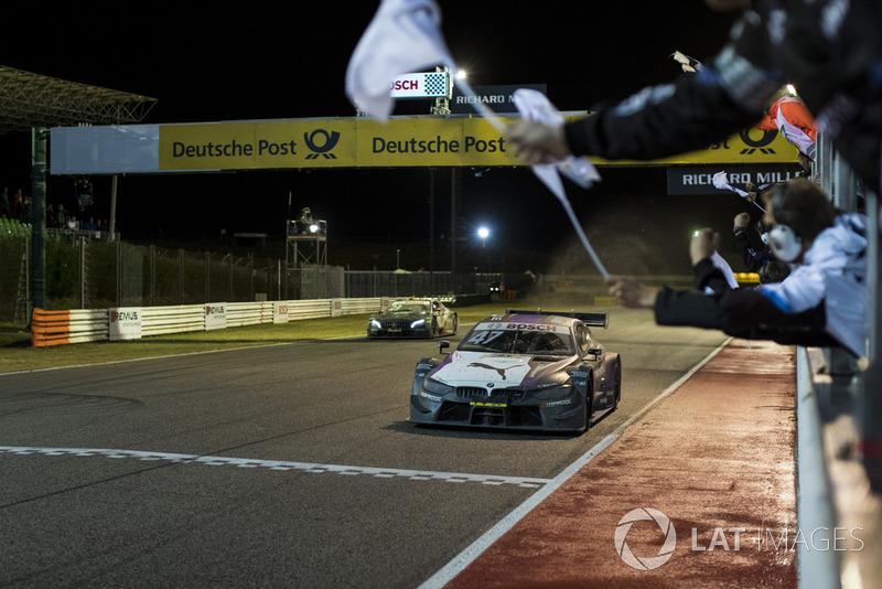 Checkered flag for Joel Eriksson, BMW Team RBM, BMW M4 DTM