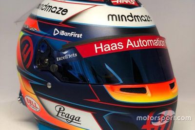 Romain Grosjean helmet unveil