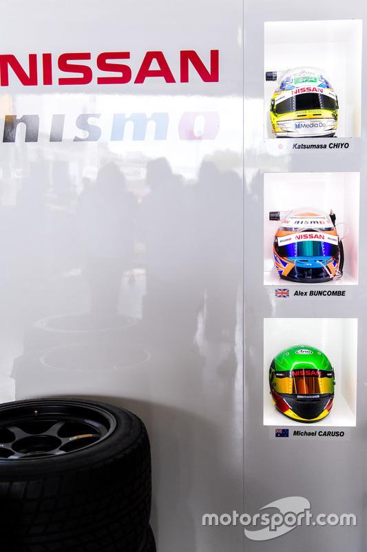 Helme von #23 Nissan Motorsport, Nissan GT-R Nismo GT3: Katsumasa Chiyo, Alex Buncombe, Michael Caruso