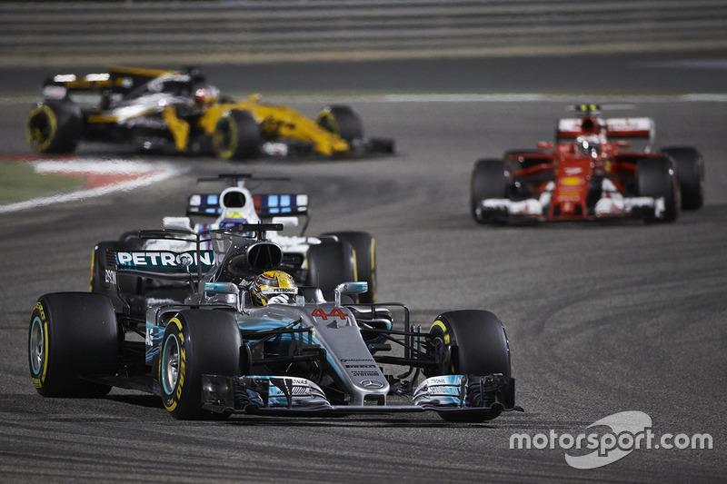 Lewis Hamilton, Mercedes F1 W08, Felipe Massa, Williams FW40