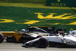 Jolyon Palmer, Renault Sport F1 Team RS17 y Lance Stroll, Williams FW40