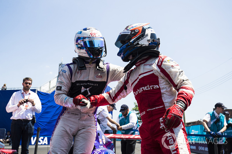Felix Rosenqvist, Mahindra Racing, congratulates Sam Bird, DS Virgin Racing in Parc Ferme