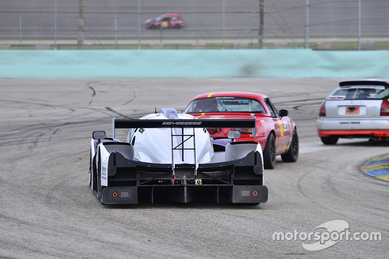 #211 MP3B Scion FR-S driven by Bryan Horowitz of Scuderia Shell Burbank, #71 FP1 Ligier LMP3 driven by JC Perez, Danny Von Dongen, & Lonnie Pechnik of P1 Motorsports