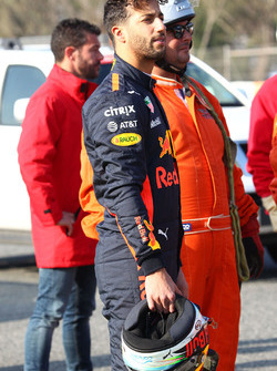 Daniel Ricciardo, Red Bull Racing RB13 stops on the circuit