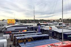 Blick ins Fahrerlager in Barcelona