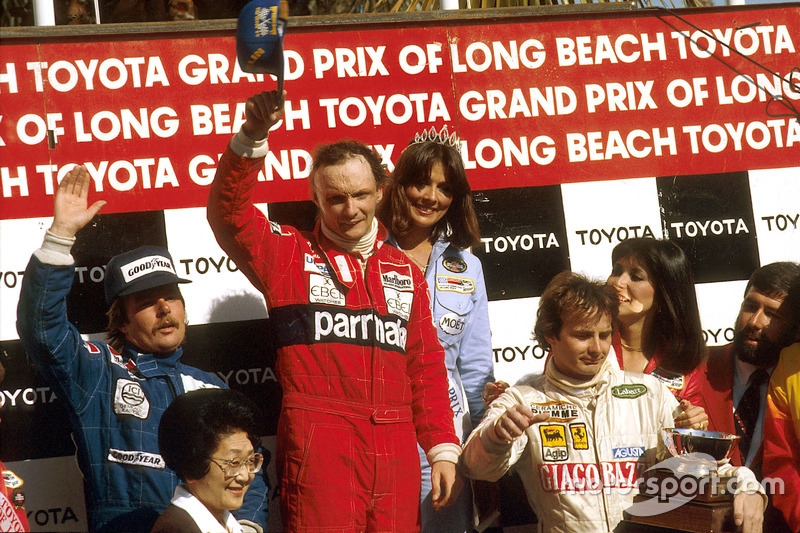 Podio: il vincitore della gara Niki Lauda, McLaren Ford; secondo Keke Rosberg, Williams Ford; terzo Gilles Villeneuve, Ferrari