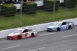 Brad Keselowski, Team Penske, Ford Fusion Wurth and Clint Bowyer, Stewart-Haas Racing, Chevrolet Camaro Busch Light
