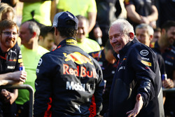 Helmut Markko, Consultant, Red Bull Racing, congratulates Daniel Ricciardo, Red Bull Racing, winner