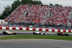 Sebastian Vettel, Scuderia Toro Rosso STR03 leads Robert Kubica, BMW Sauber F1.08 and Fernando Alonso, Renault F1 Team R28