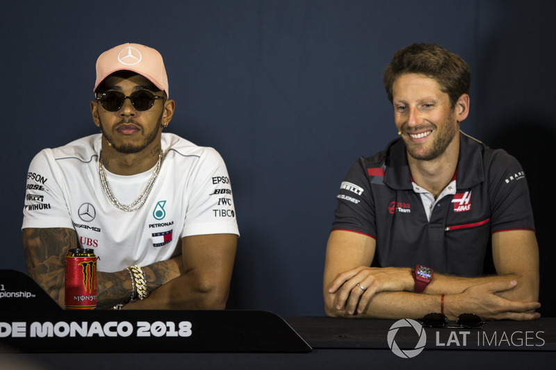 Lewis Hamilton, Mercedes-AMG F1 e Romain Grosjean, Haas F1, nella conferenza stampa