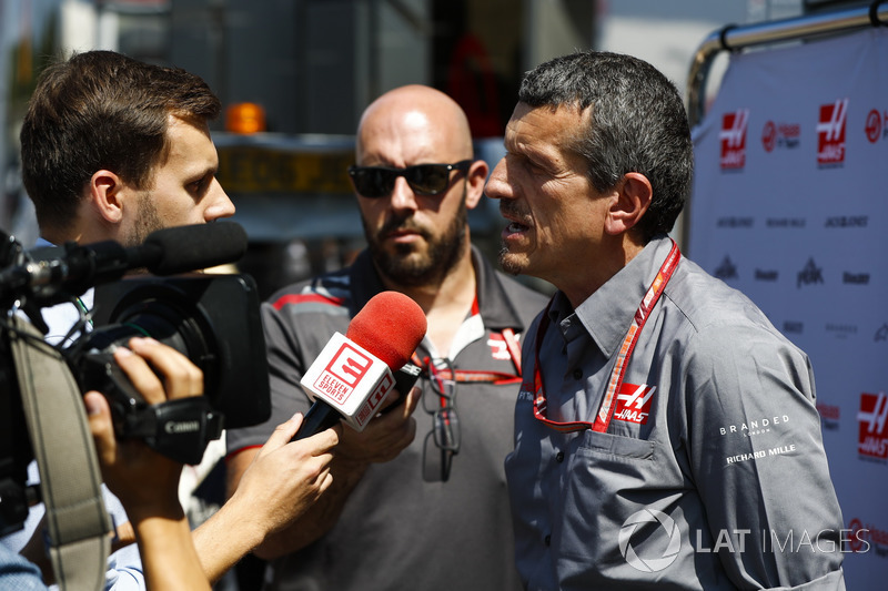 Guenther Steiner, Team Principal, Haas F1 Team, parla con i media