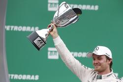 Podio: Nico Rosberg, Mercedes