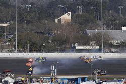 Erik Jones, Joe Gibbs Racing, William Byron, Hendrick Motorsports, Jimmie Johnson, Hendrick Motorsports pris dans un crash