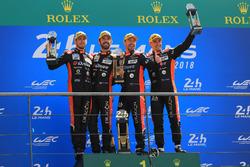 Podio LMP2: i vincitori Roman Rusinov, Andrea Pizzitola, Jean-Eric Vergne, G-Drive Racing, Alexander Krylov, team principal G-Drive Racing
