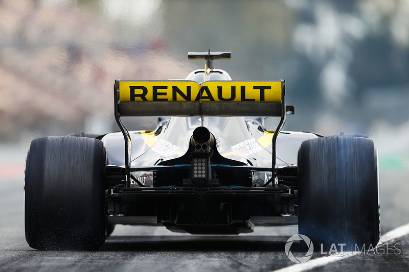 Nico Hulkenberg, Renault Sport F1 Team RS18, burns rubber out of the pit lane