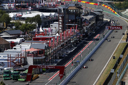 Start atcion, Ralf Aron, PREMA Theodore Racing Dallara F317 - Mercedes-Benz leads