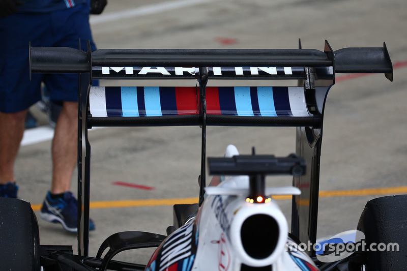 Valtteri Bottas, Williams FW38 with a rear wing attachment