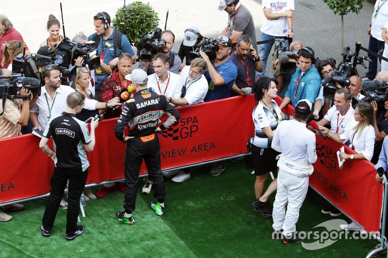Nico Rosberg, Mercedes AMG F1 ve Fernando Alonso, McLaren medya ile