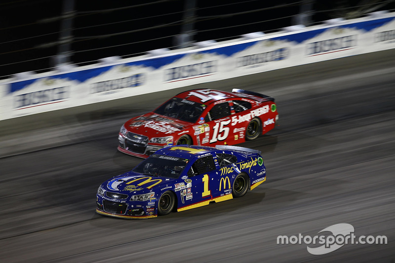 Jamie McMurray, Chip Ganassi Racing Chevrolet, Clint Bowyer, HScott Motorsports Chevrolet