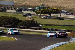 Scott McLaughlin, Garry Rogers Motorsport Volvo y Jamie Whincup, Triple Eight Race Engineering Holden