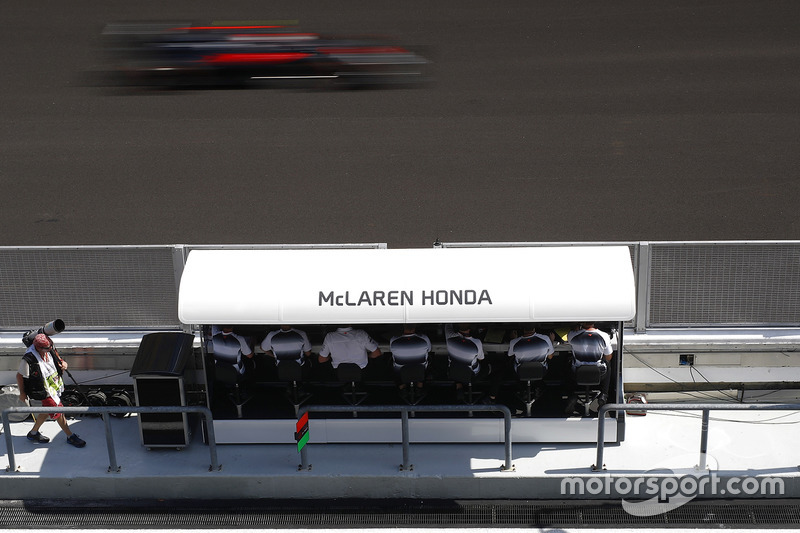 Jenson Button, McLaren MP4-31 passes the pits.