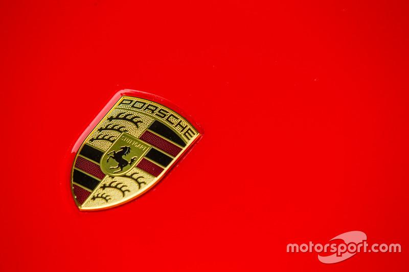 Classic Grand Tour: лого Porsche 918