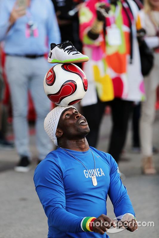 إيا تراوري، لاعب كرة قدم إستعراضية