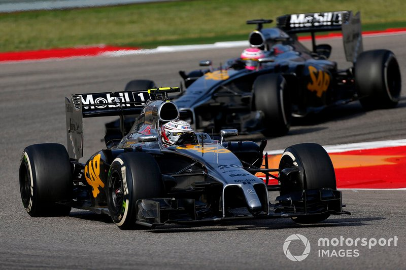 Kevin Magnussen, McLaren MP4-29 devance Jenson Button, McLaren MP4-29