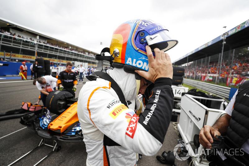 Fernando Alonso, McLaren, en la parrilla