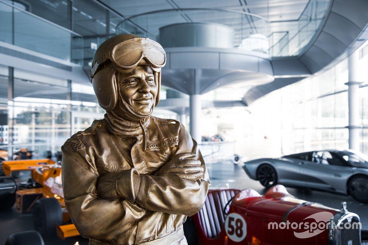 Bruce McLaren: Statue in Woking